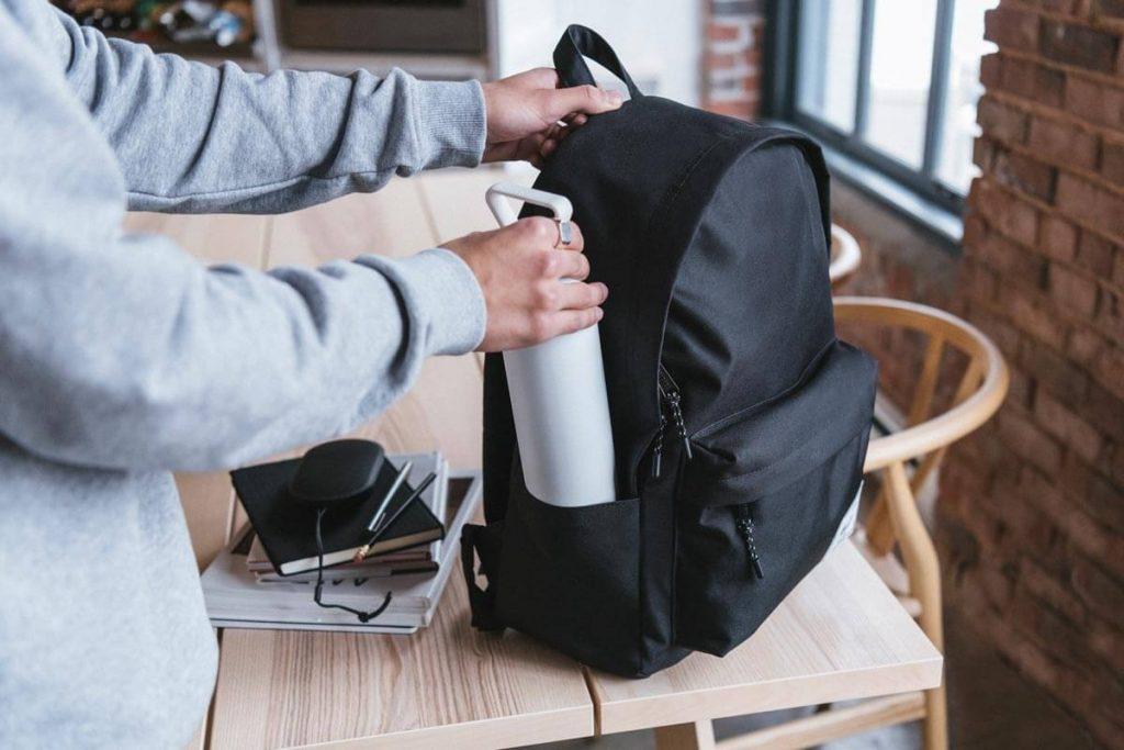 Kantong samping ganda menyimpan botol air dan kebutuhan penting lainnya dengan mudah diakses
