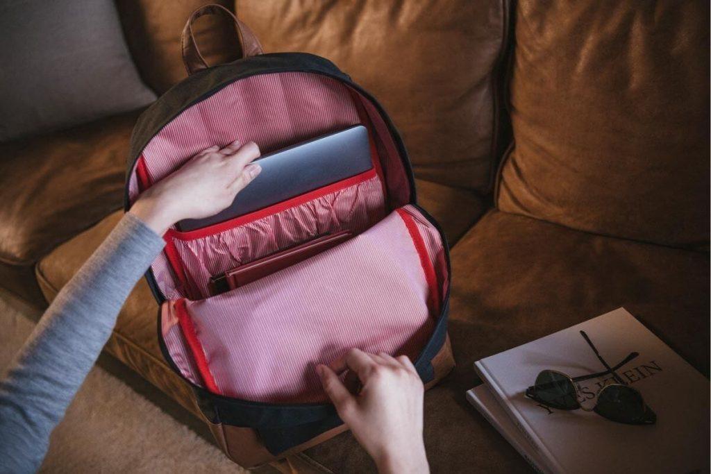 Kompartemen laptop membuat perangkat Anda terpisah dari item lain di dalam tas
