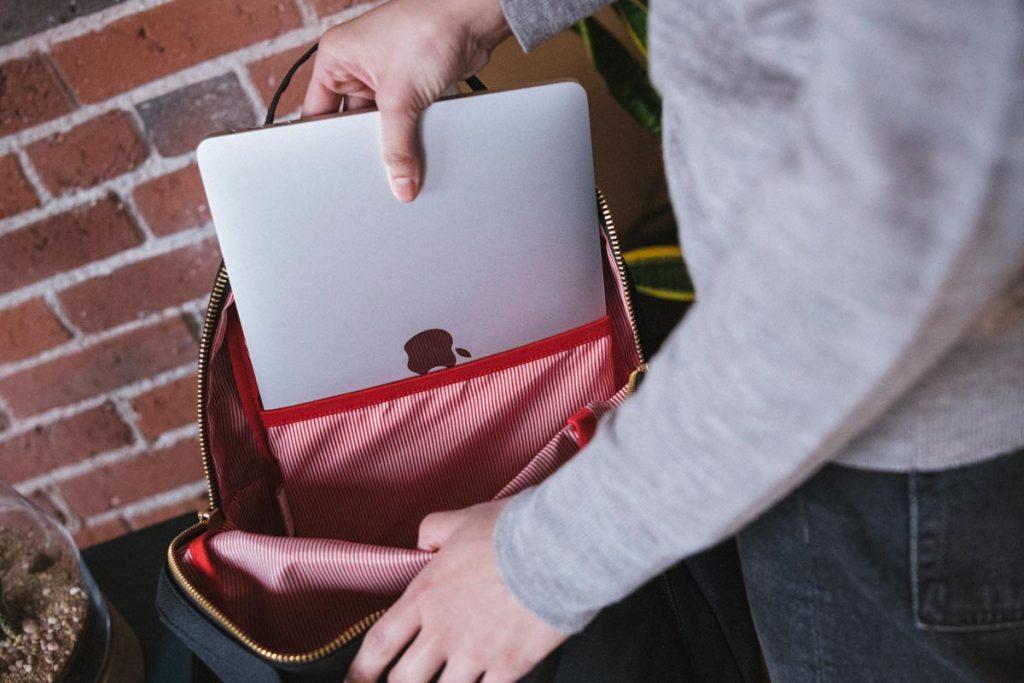 Kompartemen laptop 13 inci
